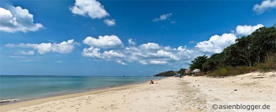 klong nin beach koh lanta - feiner weiße Sandstrand, stellenweise etwas verdreckt