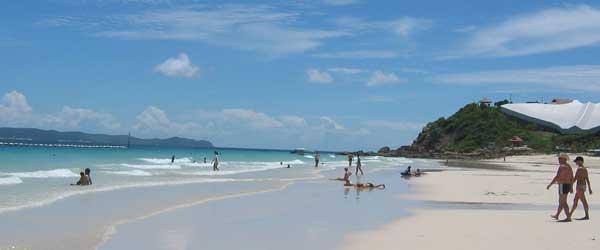 Nur wenige westliche Ausländer reisen auf die Insel Koh Larn